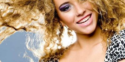 Tips Merawat Rambut Keriting Agar Rapi